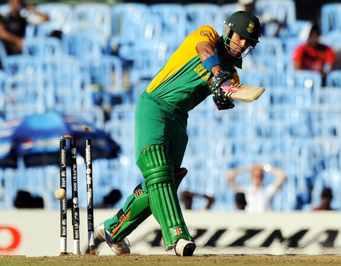 Two quick wickets including that of JP Duminy by James Anderson and Francois du Plessis' run out turned things around just when South Africa looked to be inching to an easy win. (AFP Photo)