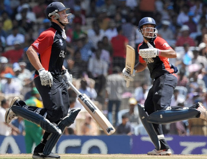Bopara was aided by the ever consistent Jonathan Trott who made a patient 52 off 94 balls and added 99 runs for the fourth wicket with Bopara after England lost 3 early wickets. (AFP Photo)