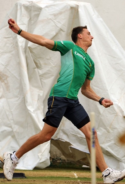 Dale Steyn bowls at the nets during a practice session in Nagpur. (AFP Photo)