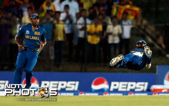 South Africa lost Richard levi in the first over itself, courtesy a blinder of a catch by Dilshan Munaweera.