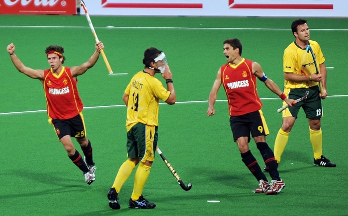 Spanish hockey player Pau Quemada(#25,L) celebrates scoring against South Africa during their hockey World Cup 2010 match at the Major Dhyan Chand Stadium in New Delhi on February 28, 2010. Spain won the matct by 4-2 . (AFP Photo)