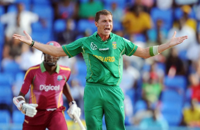 South African cricketer Dale Steyn reacts after unsuccessfully appealing for dismissal decision against West Indian Sulieman Benn. (AFP PHOTO)