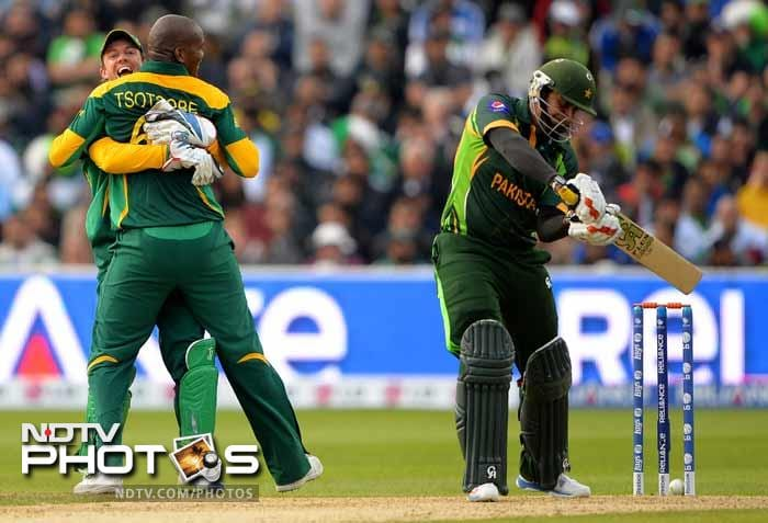 Lonwabo Tsotsobe and Ryan McLaren were the stars with the ball for South Africa finishing with figures of 2/23 and 4/19 respectively.