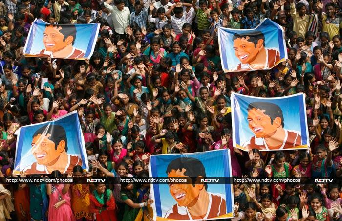 School children display posters of Tendulkar as they gather to honor him in Chennai.