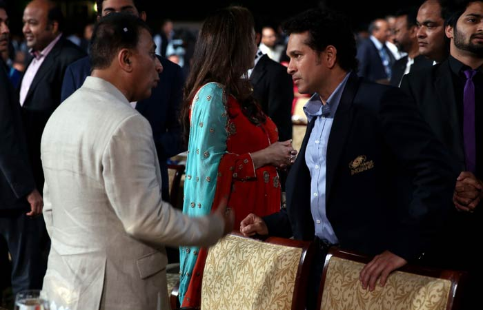 And even legends do not forget their mentors and seniors. <br><br>Sachin is seen here in a conversation with BCCI interim chief Sunil Gavaskar.(BCCI image)