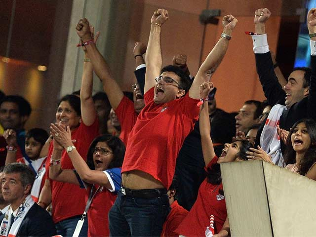 ISL Final: Sourav Celebrates, Sachin Consoles!