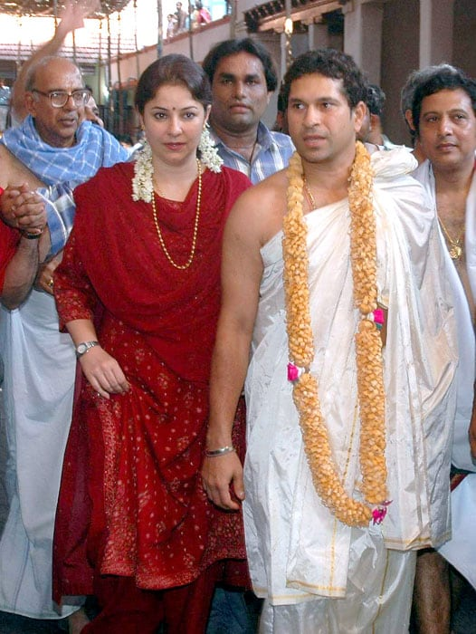 <b>Spiritual Sachin</b><br><br>A God-fearing man, Sachin pays his obeisance to the Almighty whenever he can. (AFP Photo)