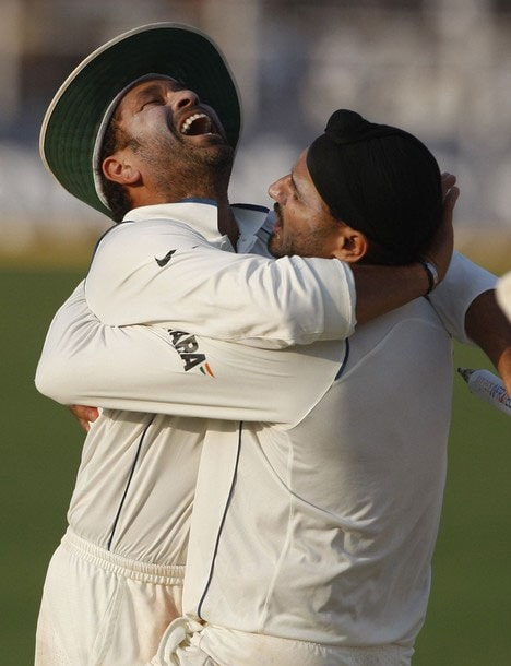 <b>When he's happy and he knows it!</b><br><br>Sachin rejoicing with teammate Harbhajan Singh.