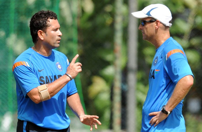 <b>Sachin the Strategist</b><br><br>Sachin discusses the match winning strategies with coach Gary Kirsten. (AFP Photo)