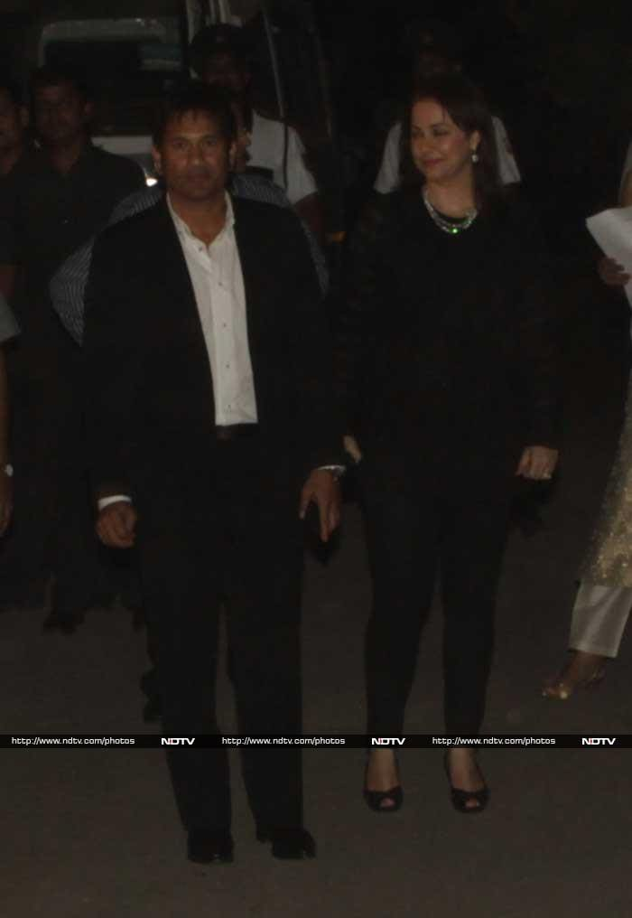 Bollywood celebs and superstars of Indian cricket rubbed shoulders with each other at a farewell dinner hosted by the Master Blaster at a hotel in Andheri East in Mumbai on Monday. The party was a private affair but with the who's who of the nation in attendance, how could the media be far behind. © Photo: Santosh Nagwekar