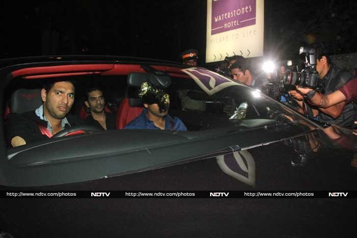 Yuvraj startled by the camera while nothing seems to affect Rohit Sharma these days. © Photo: Varinder Chawla