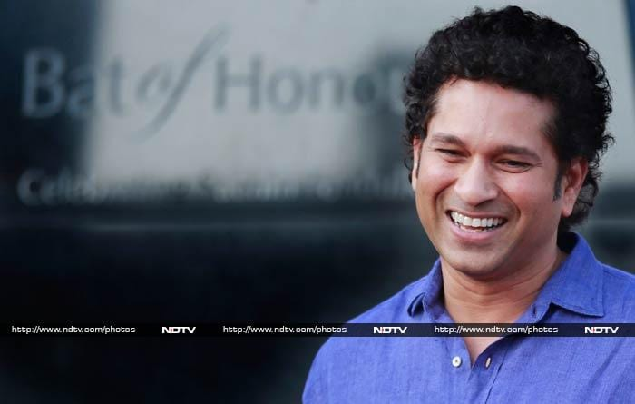 At a ceremony in Mumbai, a five-ton bat was unveiled to pay tribute to Sachin Tendulkar.