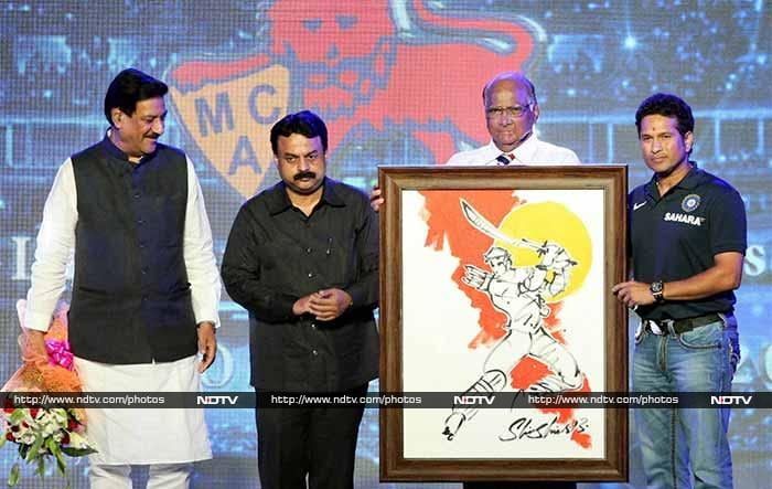 In a high-profile ceremony attended by MCA president Sharad Pawar and Maharashtra Chief Minister Prithviraj Chavan, Tendulkar, dressed in Team India's navy blue T shirt and jeans, was the cynosure of all eyes.