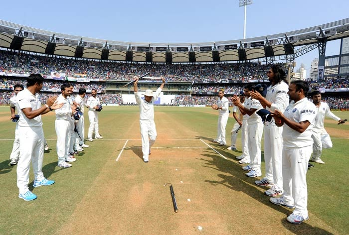 Team India players gave the legend a 'spinning' guard of honour.