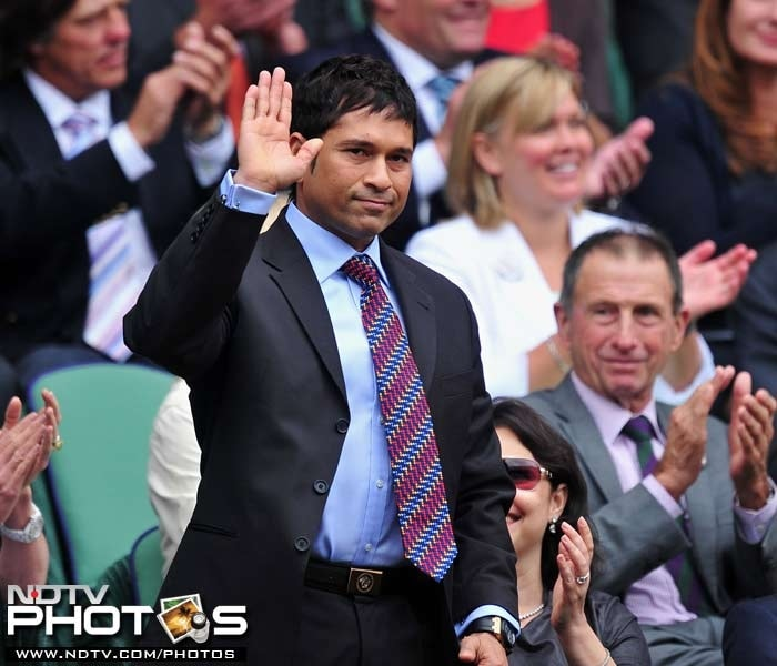 Sachin was present on the court again on Saturday to watch Roger Federer take on David Nalbandian in a round three clash.