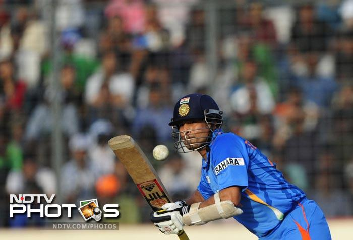 From early on, Sachin made his intentions clear as he hit three boundaries to score his first 12 runs. There was determination in his eyes to cash in on this opportunity.