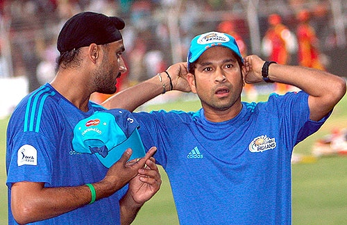 <b>Year 2003, 67th Century:</b> Bowlers were finding it hard to put a stop to Sachin's menace. Sachin hit his 36th century playing against New Zealand scoring 102 runs at the Lal Bahadur Shastri stadium in Hyderabad, winning the match for India on November 15, 2003.