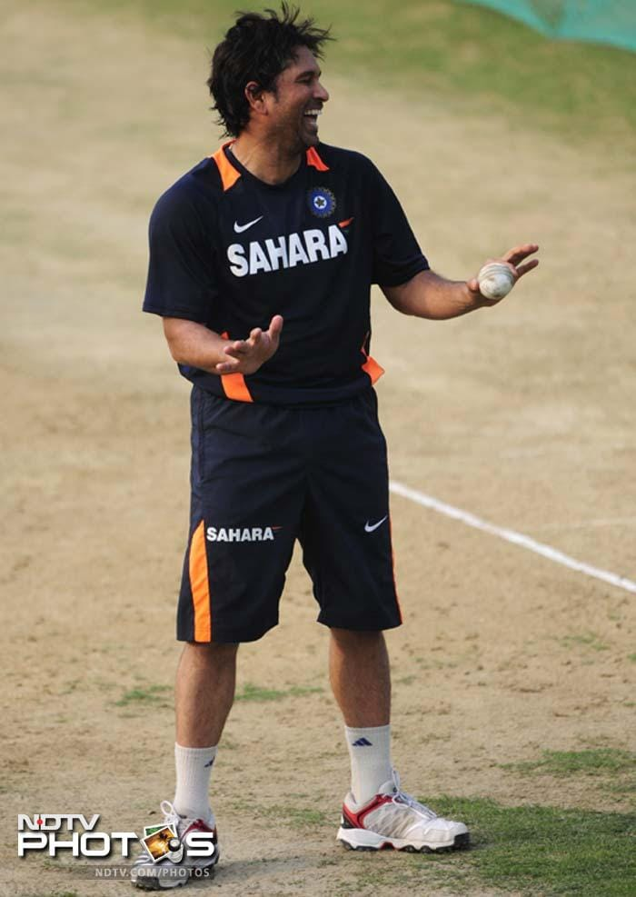 Tendulkar, who rarely bowls nowadays, also enjoyed himself with a spell of legspin bowling to Rahul Sharma.