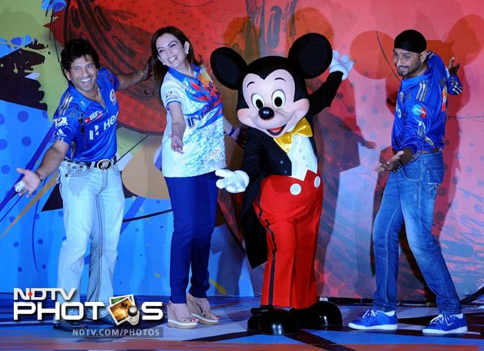 "Mumbai Indians cricketers Sachin Tendulkar (L), team captain Harbhajan Singh (R) and team owner Nita Ambani (2L) pose with Disney character Mickey Mouse during the event to unveil ""Mickey Cricket"". (AFP PHOTO/Indranil MUKHERJEE)"