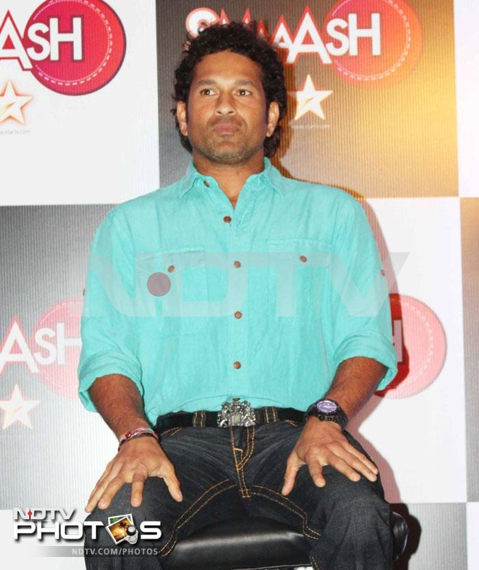 Master Blaster Sachin Tendulkar, who has been roped in as the brand ambassador for a gaming and experience centre Smaaash where the cricket simulators reproduce the bowlers' delivery, launched the centre in Mumbai. (Photo Courtesy: Varinder Chawla)