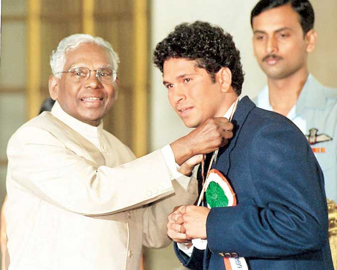 "Sachin received the Rajiv Gandhi Khel Ratna award from then President K R Narayanan on August 29, 1998 in New Delhi. <br><br><a href=""http://www.mid-day.com/"" class=""fn fl""><span class=""fr""><b>(Courtesy: Mid-Day.com)</b></span></a>"