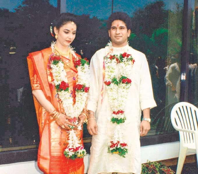"Wedding Bells: With wife Anjali at Jewel of India on May 24, 1995. <br><br><a href=""http://www.mid-day.com/"" class=""fn fl""><span class=""fr""><b>(Courtesy: Mid-Day.com)</b></span></a>"