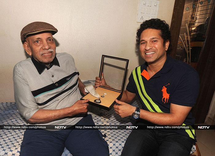 Sachin Tendulkar posing with his coach Ramakant Achrekar, the man who recognised his talent at the grassroot level.