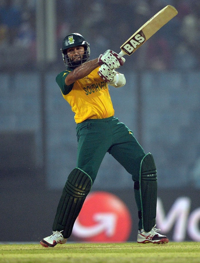 Hashim Amla (56 off 37 balls) provided South Africa the best start for AB de Villiers to consolidate on as they posted 196/5 in 20 overs against England.