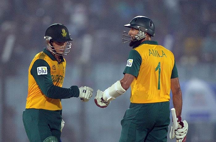 South Africa got off to a fiery start as Hashim Amla and Quinton de Kock added 90 runs off 65 balls for the first wicket.