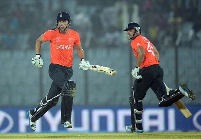 Hales and Lumb added 46 runs in just 28 balls for the first wicket.