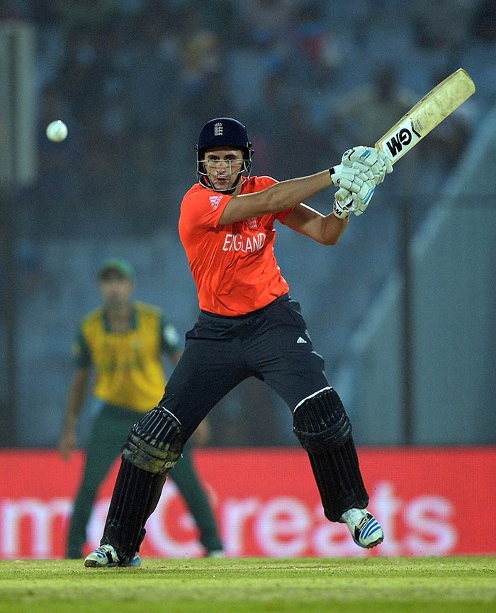 England's in-form opener Alex Hales gave his side some hopes of chasing down the mammoth total as he took on the South African bowlers from the word go.