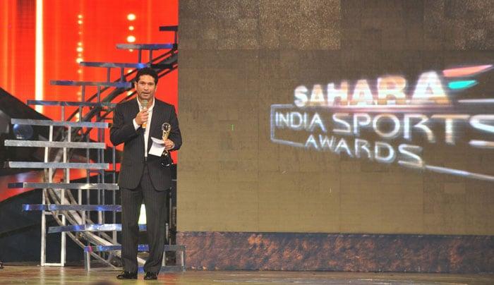 Sachin Tendulkar was chosen Male Cricketer of the Year at the Sahara Sports Awards in Mumbai. Mithali Raj won the same award in women's category. (AFP Photo)