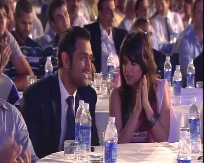 Sakshi with hubby MS Dhoni