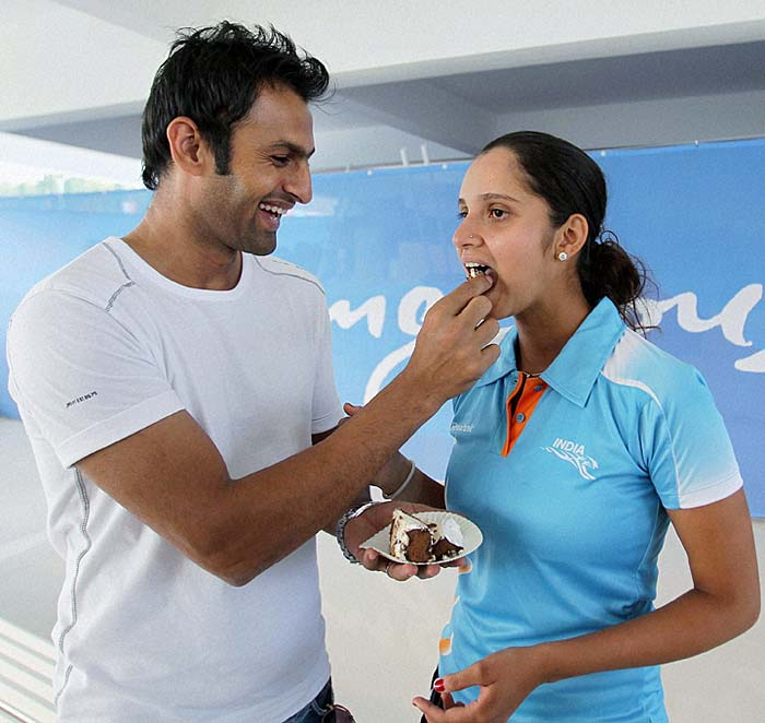 Shoaib, who has been travelling with Sania on her tours, was one happy hubby on her birthday.