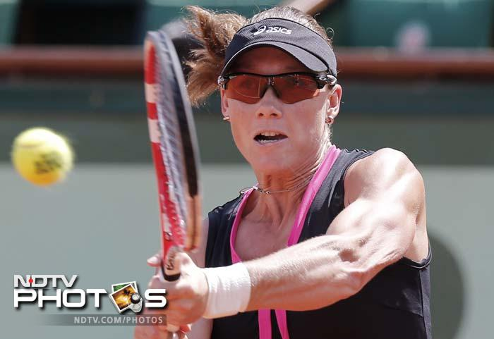 Serves were held comfortably until the 11th game when Stosur lost her touch and timing, netting an easy volley at the net on the third break point to Errani. The 21st-seeded Italian served out to take the first set.