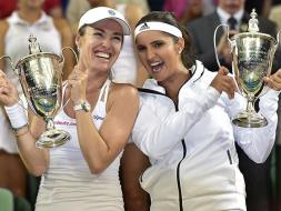 Photo : Wimbledon: Sania Mirza-Martina Hingis Win Historic Wimbledon Crown