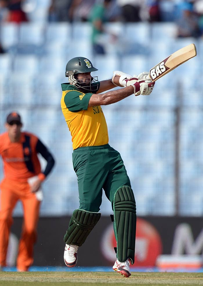 South African opener Hashim Amla defied his critics with his aggressive intent today. He slammed 43 off 22 balls. (All images AFP)