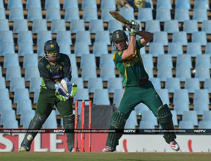 South Africa skipper AB de Villiers played a risk-free innings to ensure that South Africa successfully chased down a target for the first time in eight recent attempts, facing 63 balls and hitting only three boundaries in his unbeaten 48.
