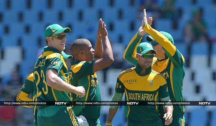 Vernon Philander led a strong performance by South Africa's bowlers to set up a four-wicket consolation win for the hosts in the third and final one-day international against Pakistan at SuperSport Park on Saturday. (All AP and AFP images)