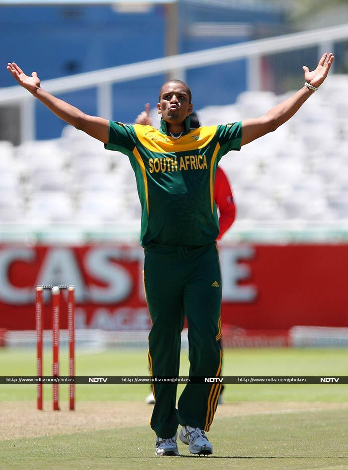 Philander took three for 26 in a Pakistan total of 179 all out. South Africa made heavy weather of the chase but won with 68 balls to spare, steered home by an unbeaten 48 from captain AB de Villiers.