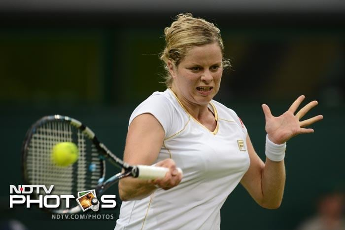 Kim Clijsters faced off against Vera Zvonareva and won the first set with little difficulty and was leading the second set by one game when play was halted due to Zvonareva having breathing trouble.