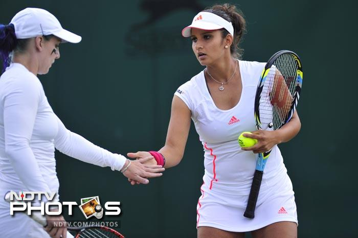 It was a good day for India in the women's doubles as Sania Mirza and Bethanie Mattek-Sands beat Foretz Gacon and Kristina Mladenovic 6-3, 6-2 to advance to the third round.