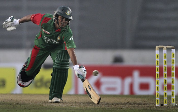Bangladesh's Mohammad Ashraful runs to avoid a run-out during first One-Day International of the tri-series against Sri Lanka in Dhaka. (AP Photo)