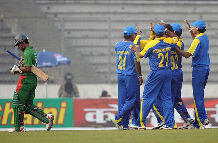 Sri Lankan cricketers celebrate the dismissal of the Bangladesh's Imrul Kayes during their first One-Day International of the tri-series in Dhaka. (AFP Photo)