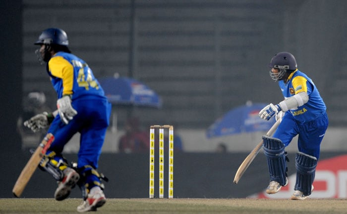 Mahela Jayawardene and teammate Upul Tharanga run between the wickets during the fourth ODI of the tri-series in Dhaka. (AFP Photo)