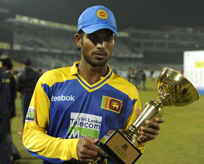Upul Tharanga poses with the Man of the Match trophy after the fourth ODI of the tri-series in Dhaka. (AFP Photo)