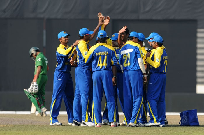 Sri Lankan cricketers celebrate after the dismissal of Mohammad Ashraful during the fourth ODI of the tri-series in Dhaka. (AFP Photo)