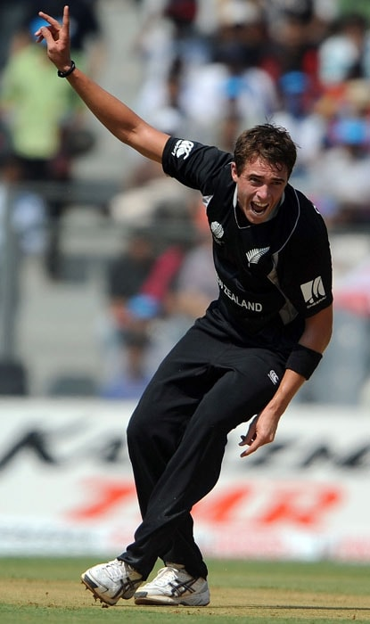 Tim Southee, who was the pick of the bowlers for New Zealand with 3 wickets, got the early breakthroughs, getting rid of openers Tilakratne Dilshan and Upul Tharanga. (AFP Photo)