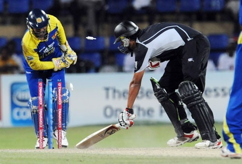 Sri Lanka's wicketkeeper Kumar Sangakkara successfully stumps New Zealand's Daryl Tuffey during the first ODI of the Tri-Nation Championship trophy in Colombo. (AFP Photo)