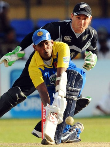 Sri Lanka's Thilan Samaraweera bats as New Zealand's wicketkeeper Brendon McCullum looks on during the first ODI of the Tri-Nation Championship trophy in Colombo. (AFP Photo)